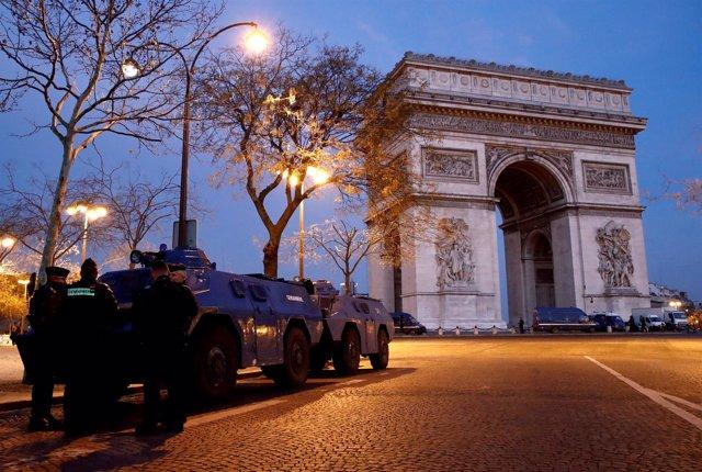 París amanece en el quinto sábado de concentraciones de 'chalecos amarillos'