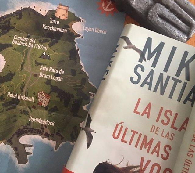 Mikel Santiago publica 'La isla de las últimas voces'