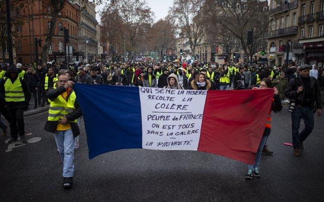 Almenys 120 detinguts i nous enfrontaments a París entre la Policia i les 'armilles grogues'