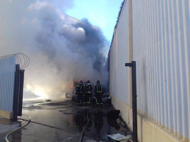 Incendio de coches en el Puerto de Ceuta