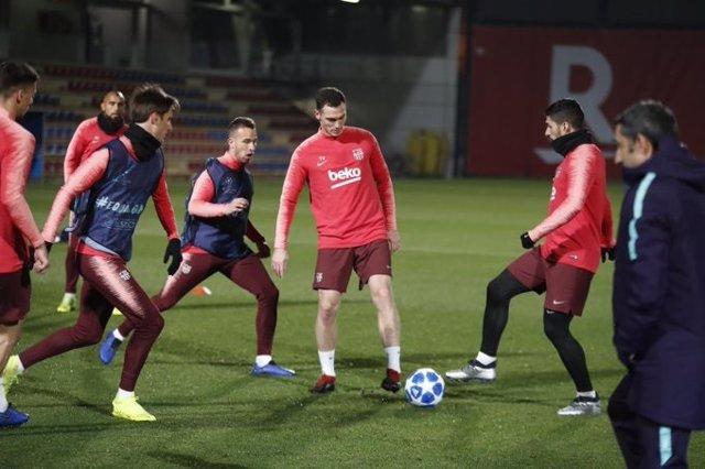 Entrenamiento del Barça previo al partido contra el Tottenham