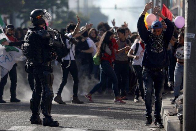Estudiantes colombianos se manifiestan.