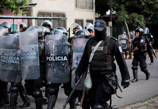 Policía en Managua durante una de las protestas