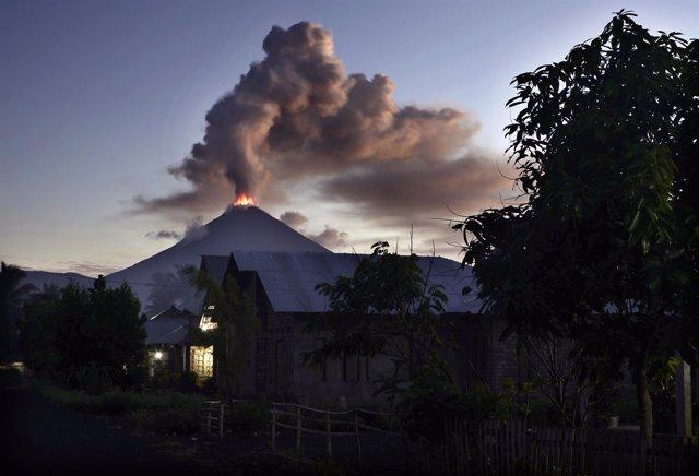 Volcán Monte Soputan, en Indonesia (Archivo)