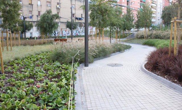 Zona ajardinada en el distrito de Sant Andreu de Barcelona