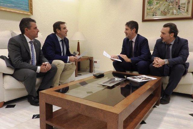 Firma acuerdo de colaboración de la Fundación Cajasur y Agrupación de Cofradías