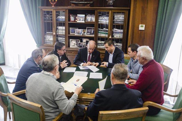 Gabriel Amat ha recibido a los alcaldes de los cinco ayuntamientos.