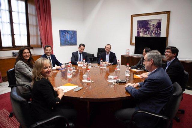 Reunión de delegaciones de PP y Ciudadanos (Cs) integradas por el presidente del