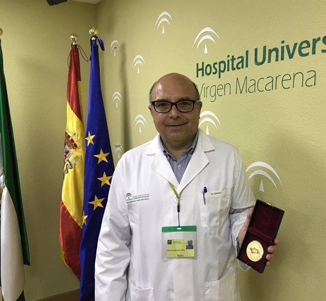 Doctor Pedro Hergueta, jefe de Endoscopia del Macarena de Sevilla