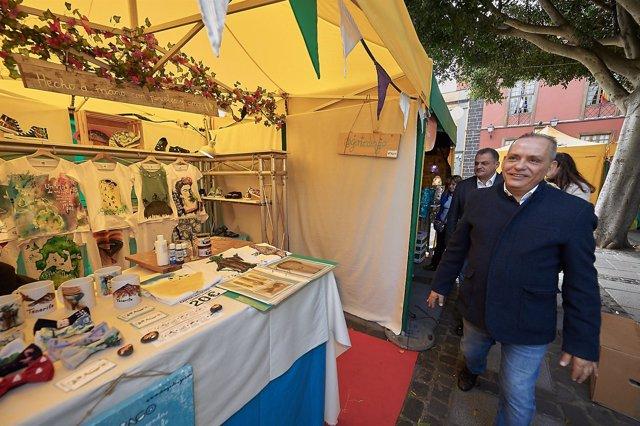 Efraín Medina visita la Feria de Artesanía en Reyes