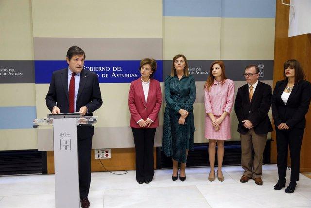 Javier Fernández, junto a los nuevos vocales del Consejo Consultivo