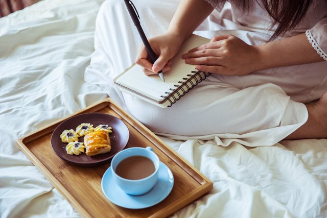 Desayuno, escribir, cama,