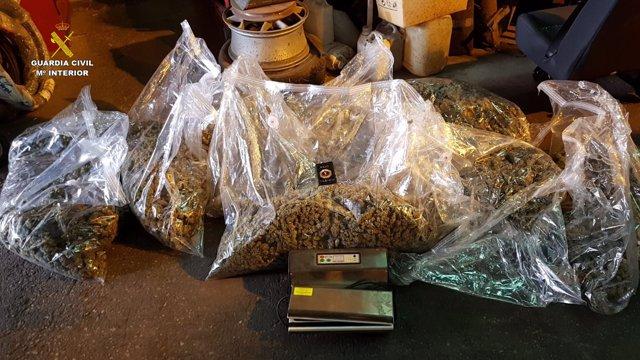 Marihuana incautada en un doble fondo en una furgoneta accidentada