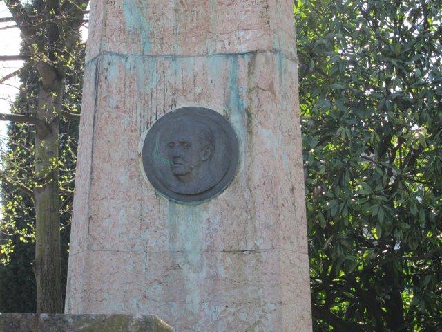 Medallón De Franco En La Plaza De España De Oviedo