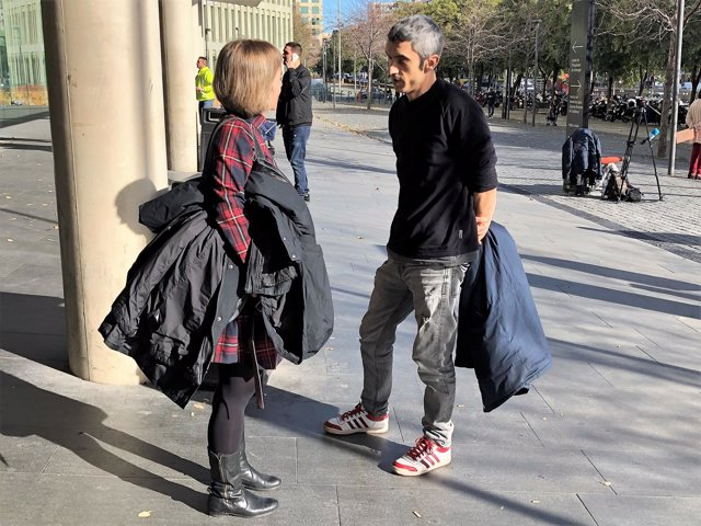 Roger Español Habla Con Su Abogada Laia Serra En La Ciutat De La Justícia