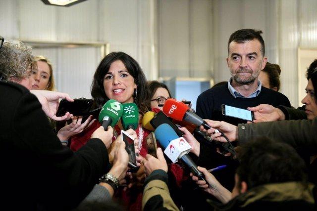 Teresa Rodríguez atiende a los periodistas en Madrid