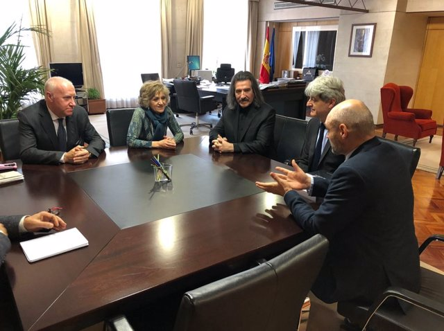 Representantes de AMPOS y Luis Cobos se reúnen con la ministra Carcedo