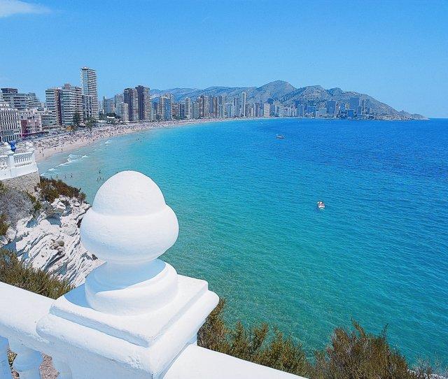 Vistas de Benidorm (Alicante), turistas, turismo, playa, Comunitat Valenciana.