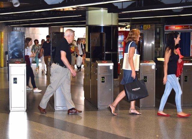 Puertas abiertas en una estación de Metrovalencia