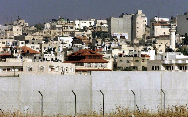 Muro construido por Israel en Tulkarem, Cisjordania