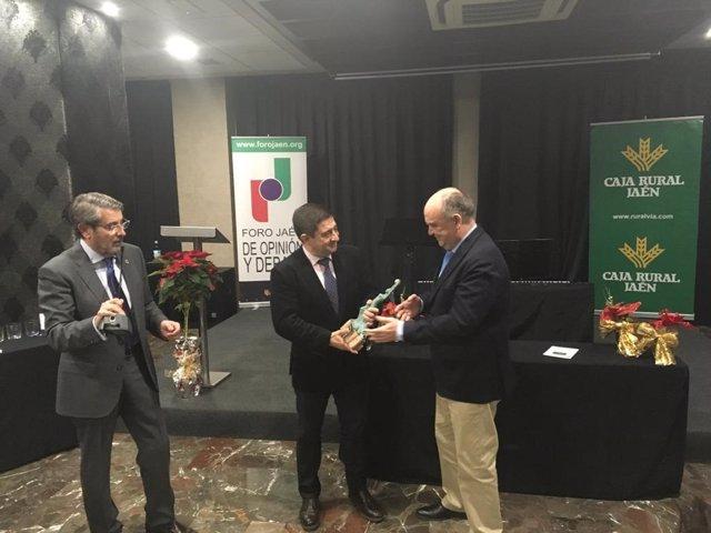 La Diputación recibe el Premio 'Hermenegildo Terrados'