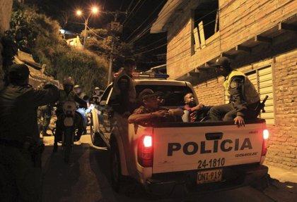 Dos policías resultan heridos tras la explosión de un artefacto en Colombia