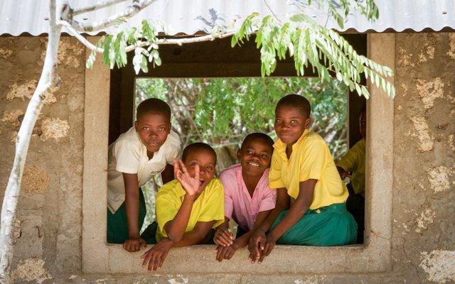 Niñas de Kenia son trasladadas durante las vacaciones escolares a Uganda y Tanzania para la mutilación genital