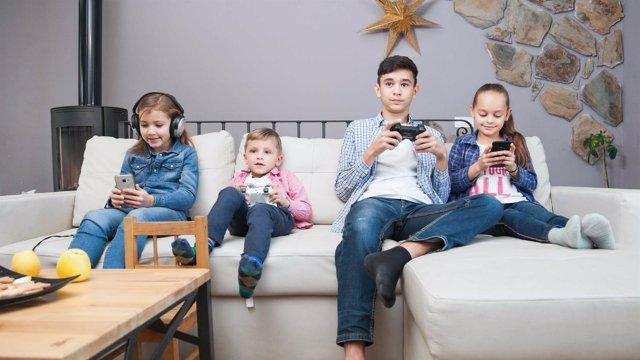 Uso incontrolado de pantallas en niños