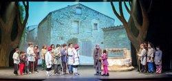 Els Pastorets Infantils de Calaf fan cinc anys pujant a l'escenari del Kursaal de Manresa (ACN)
