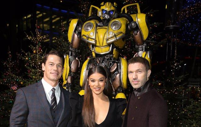 Travis Knight, John Cena y Hailee Steinfeld presentan Bumblebee