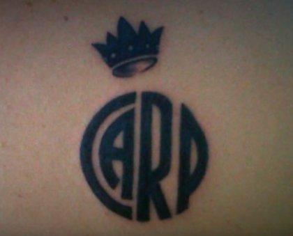 Un aficionado de River se tatúa el nombre de los 15 jugadores que ganaron la Copa Libertadores