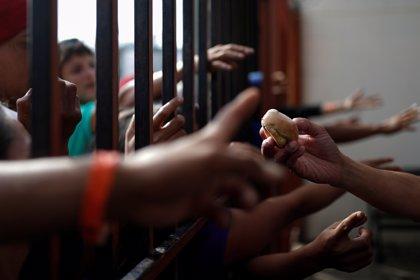 ¿Por qué los migrantes de la caravana centroamericana llevan un número marcado con tinta negra en el brazo?