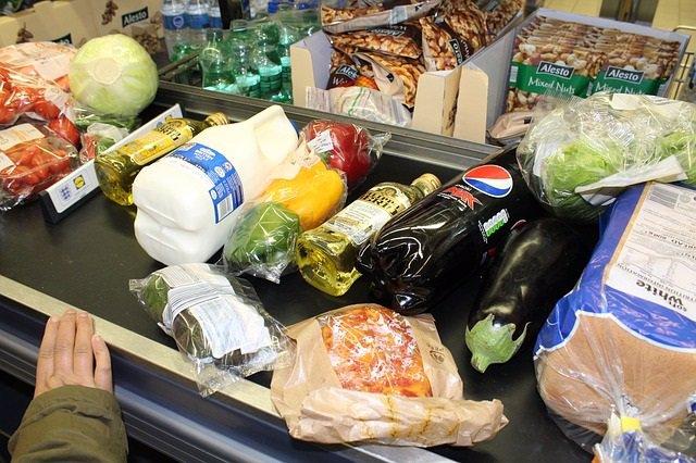 Caja del supermercado, compra, alimentos