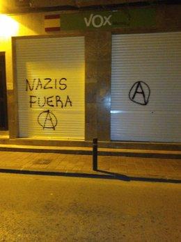 Pintadas en la fachada de VOX Murcia