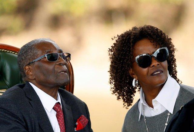 Robert Mugabe y su esposa, Grace Mugabe