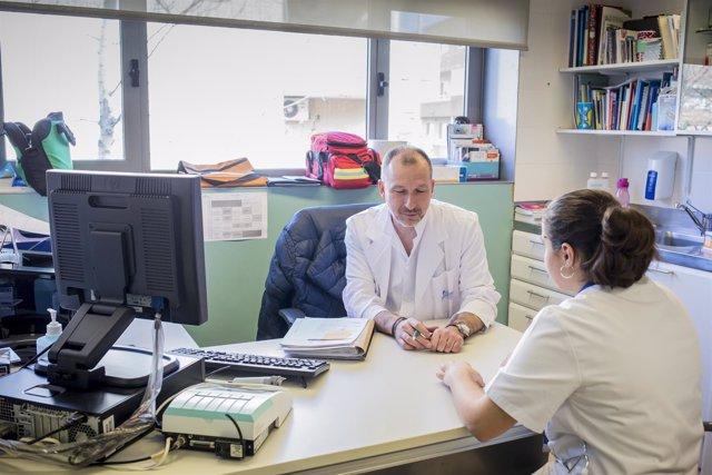 Enfermeros en una consulta médica
