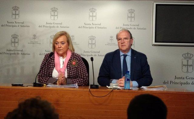 La presidenta del PP de Asturias, Mercedes Fernández, y el diputado Cuervas-Mons