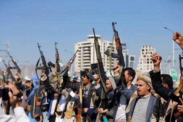 Rebeldes huthis reunidos en Saná