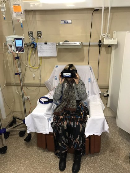 Utilizan por primera vez en España gafas de realidad virtual para sobrellevar la quimioterapia