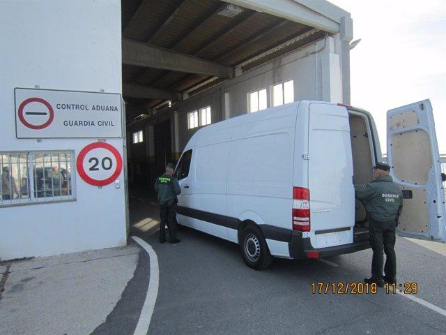 Descubierta una furgoneta robada que iba a ser embarcada a Nador