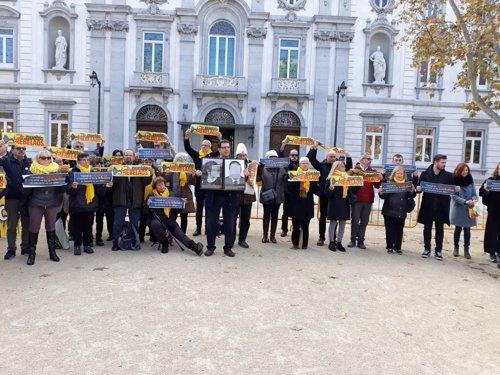 Diputados y senadores de ERC en un acto de protesta ante el Tribunal Supremo