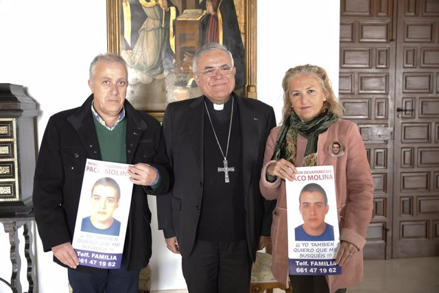 Reunión del obispo con los padres de Paco Molina