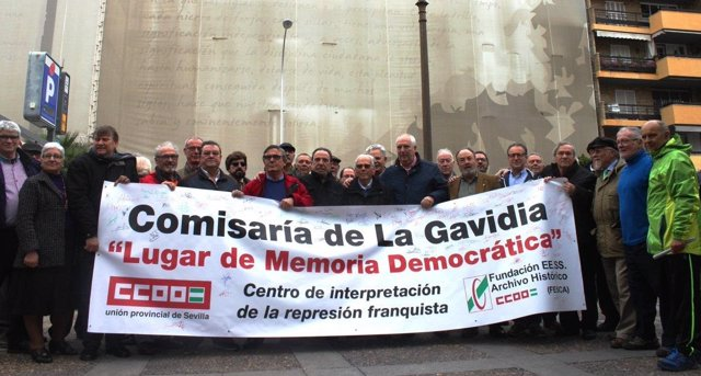 Concentración de CCOO ante la antigua comisaría de la Gavidia de Sevilla