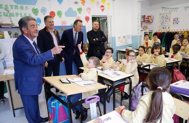 El presidente Revila en el colegio Puente III