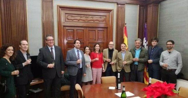 Delegada del Gobierno en Baleares brinda con representantes de medios