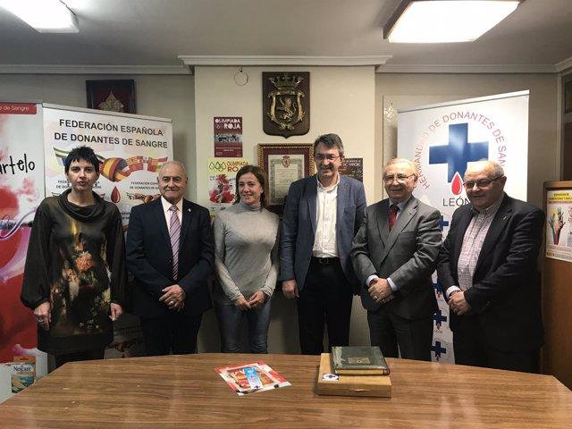 Majo (3D) con miembros de los Donantes de Sangre  29-12-2018