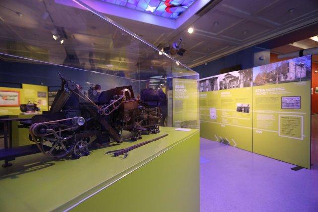 En la exposición sobre agronomía abierta en el Planetario.