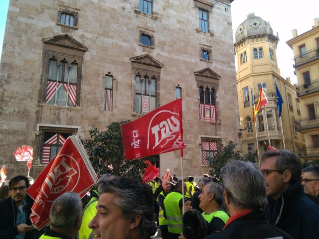 Concentración de trabajadores de FGV ante el Palau de la Generalitat