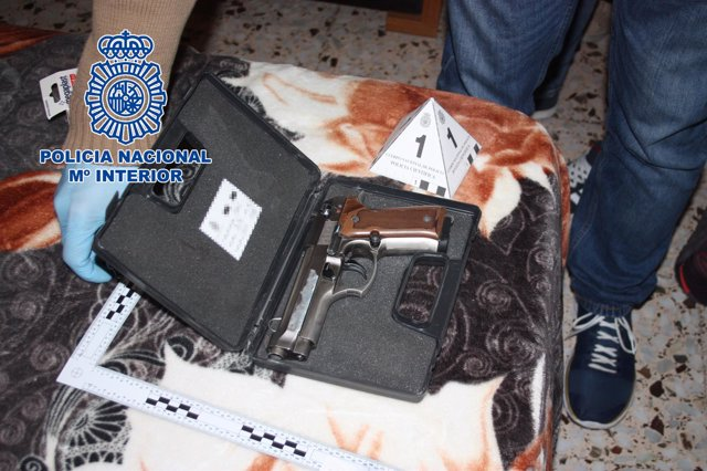 Pistola con la que amenazaban a la mujer
