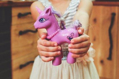Encuentran altos niveles de cadmio en juguetes de plástico, vasos, botellas de alcohol o cerámicas